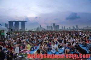 Xem phim ngoài trời trải nghiệm miễn phí về đêm thú vị tại Singapore