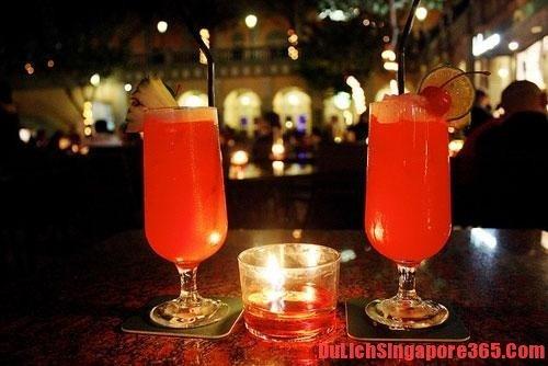 Bạn nên thử uống coctail Singapore Sling khi đến Singapore