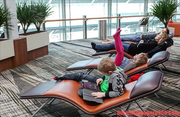 Du lịch Singapore tiết kiệm nên ngủ bụi ở sân bay Changi