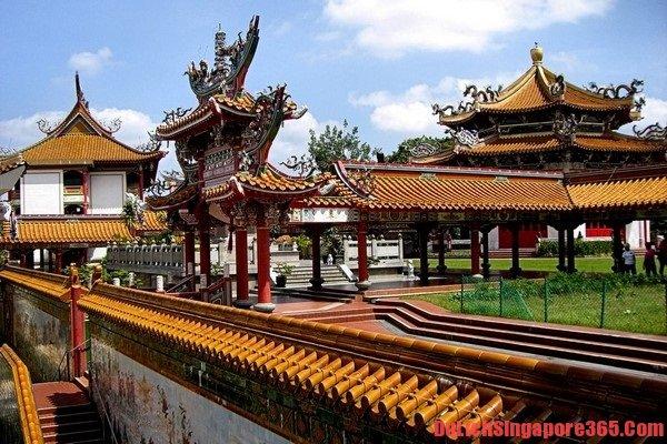 Khám phá, tham quan ngôi chùa nổi tiếng đảo quốc về sự linh thiêng
