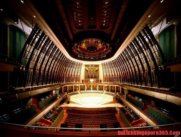 Kinh nghiệm tham quan nhà hát quả sầu riêng nơi diễn ra những chương trình nghệ thuật hấp dẫn và nổi tiếng, du lịch khám phá các công trình nghệ thuật độc đáo